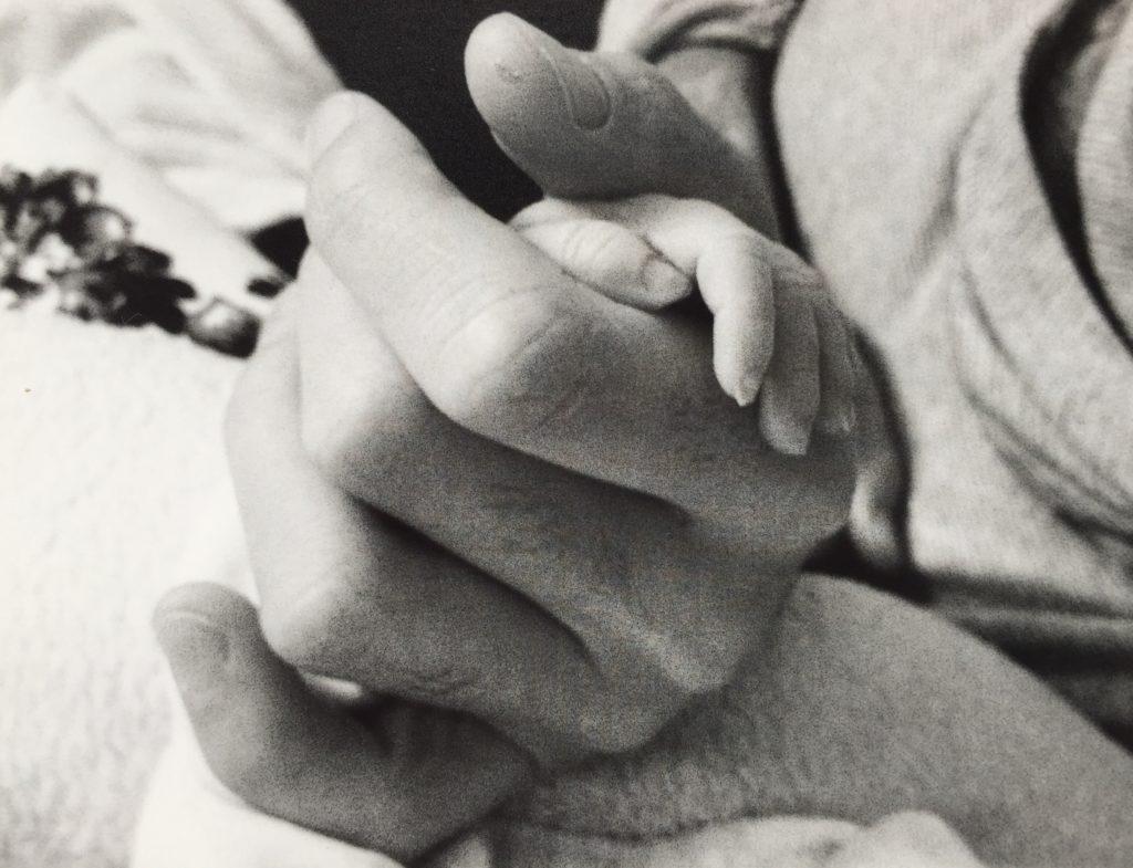 Große und kleine Hand.