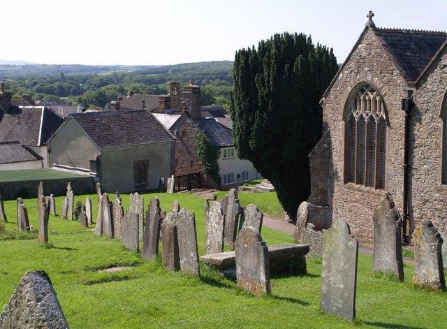 Grabsteine am Friedhof. Bild: Wikipedia Commons.