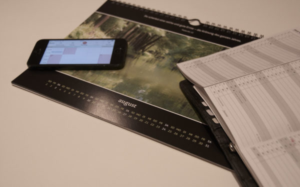 Kalender auf Papier oder Smartphone-Display?